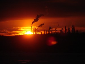On ne sait pas s'il s'agit d'une aube ou d'un crépuscule, pas plus que le Manifeste Élan global...